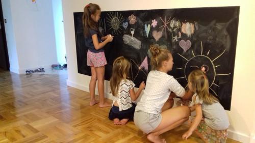 U nas można rysować kredą po ścianie :-)